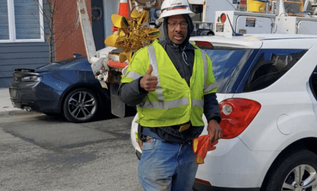 verizon worker rescue a cat